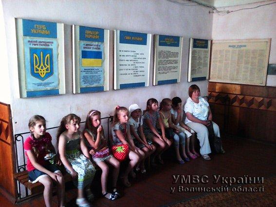 НА ПРИЙОМІ ГРОМАДЯН У РАЙВІДДІЛІ МІЛІЦІЇ НА ВОЛИНІ - ЛИШЕ ДІТИ! (+ФОТО) (фото) - фото 1