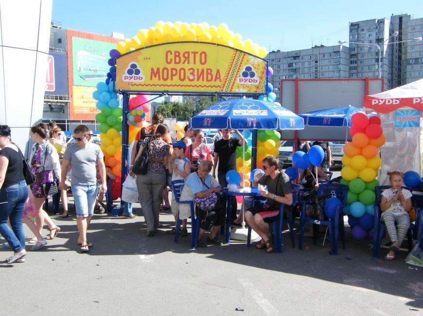 Харьковчане собрались на Празднике Мороженого, единства и радости от компании «Рудь» (фото) - фото 1