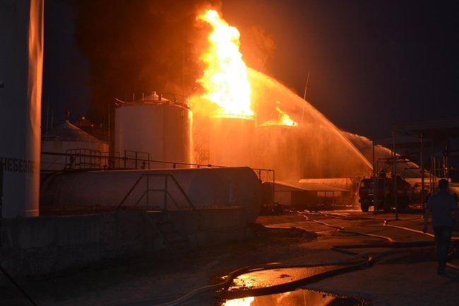 Пожар на нефтебазе под Киевом: погибли 4 человека, причины катастрофы не установлены (ФОТО) (фото) - фото 1