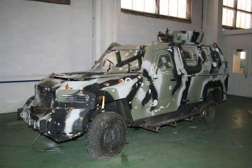 АвтоКрАЗ за свой счёт восстанавливает повреждённую в боях бронетехнику (ФОТО) (фото) - фото 1