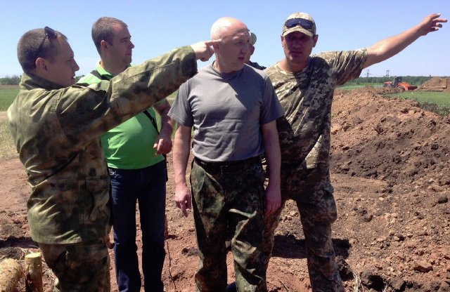 Губернатору Полтавщины под Артёмовском пришлось срочно эвакуироваться из-за угрозы артобстрела (фото) - фото 1