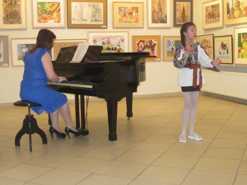 Майбутнім музикантам і художникам у Чернівцях вручали муніципальні стипендії, фото-5
