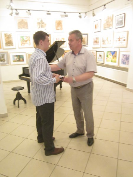 Майбутнім музикантам і художникам у Чернівцях вручали муніципальні стипендії, фото-2