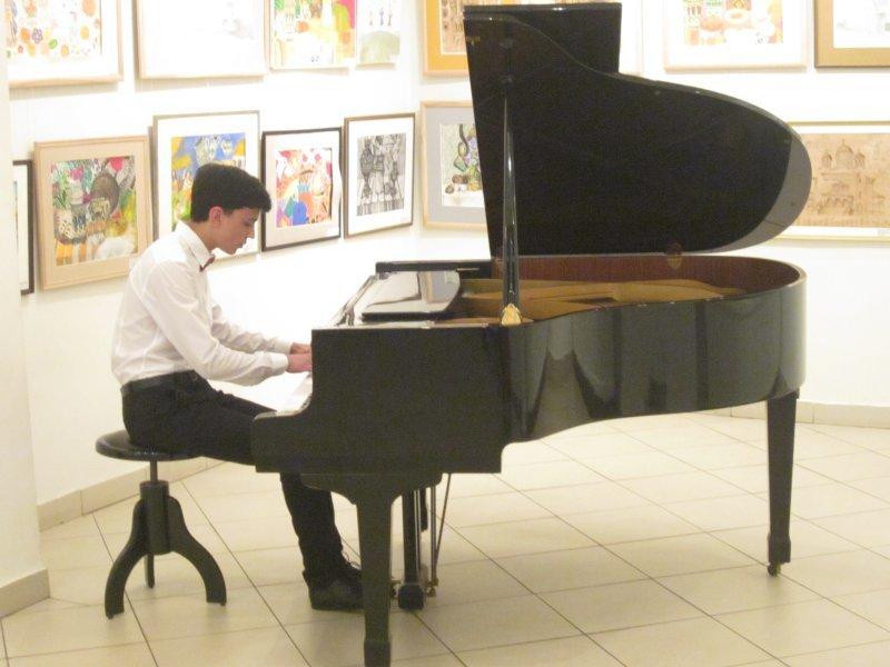 Майбутнім музикантам і художникам у Чернівцях вручали муніципальні стипендії, фото-3