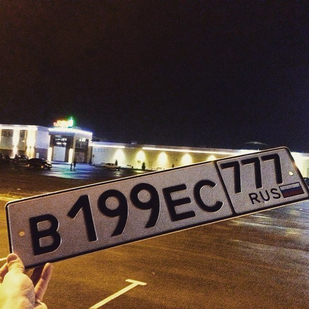 В Симферополе ливень срывал номера с авто: В соцсетях водителям помогают их найти (ФОТО) (фото) - фото 1