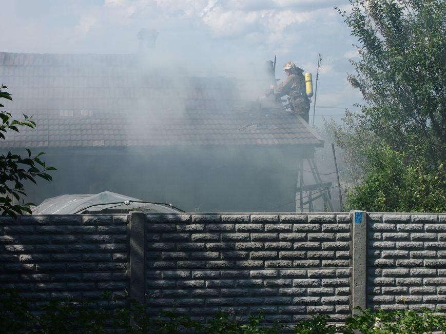 В Днепродзержинске во дворе частного дома случился пожар (фото) - фото 4