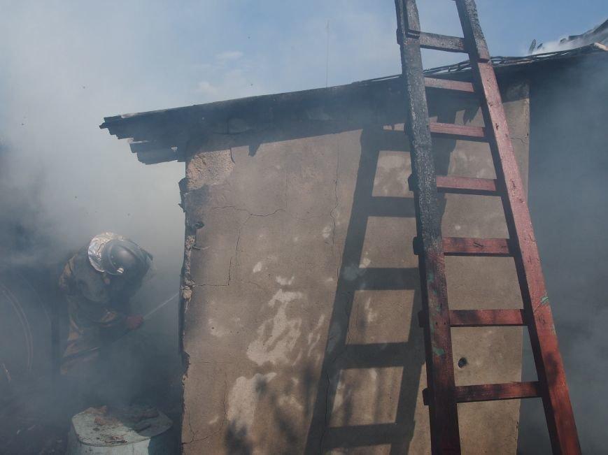 В Днепродзержинске во дворе частного дома случился пожар (фото) - фото 1