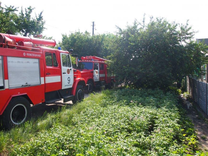 В Днепродзержинске во дворе частного дома случился пожар (фото) - фото 6