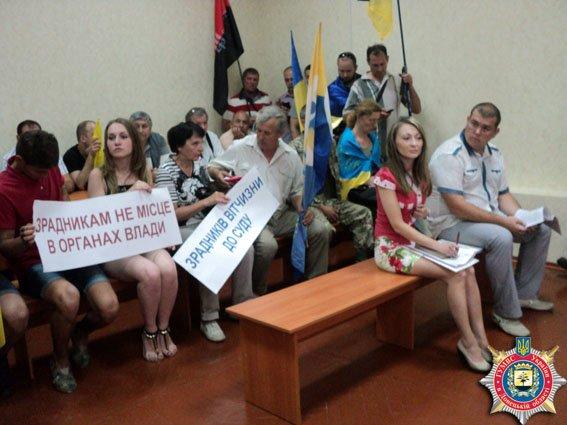 В Краматорске общественность протестует против восстановления через суд милиционера (фото) - фото 3