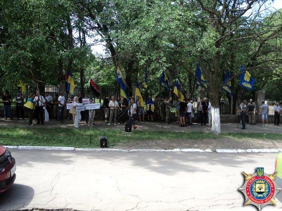 В Краматорске общественность протестует против восстановления через суд милиционера (фото) - фото 1