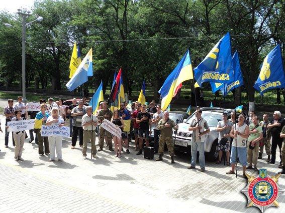 В Краматорске общественность протестует против восстановления через суд милиционера (фото) - фото 2