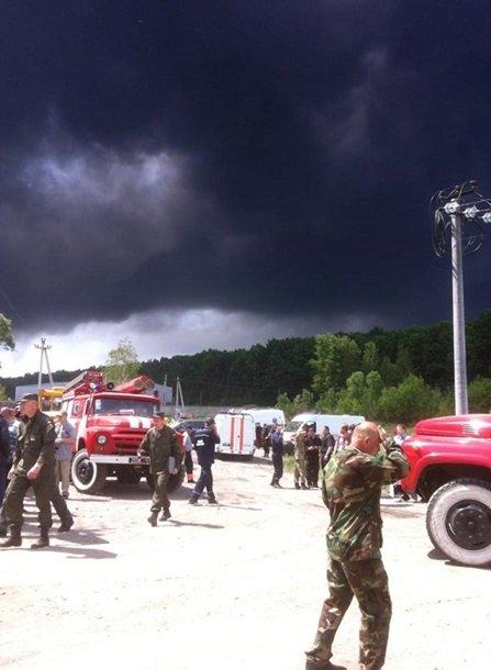 Крупнейший за последние 50 лет пожар в Украине: трое суток горит нефтебаза под Киевом (фото) - фото 2