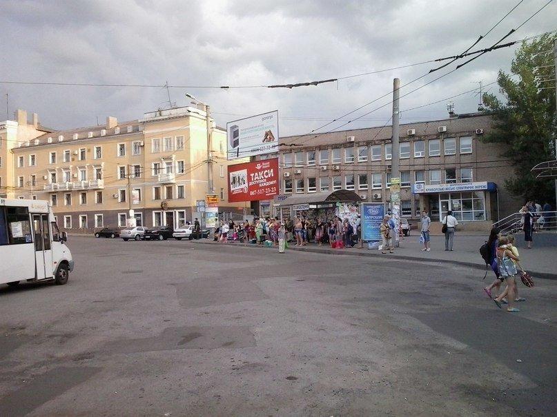 В Кривом Роге  повесили электронные табло за 620 тысяч гривен, а троллейбусов на маршрутах нет (ФОТО) (фото) - фото 1