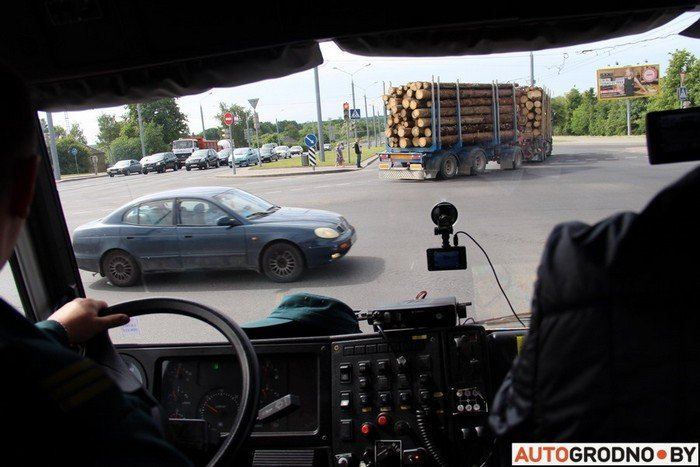 Фоторепортаж: водителей Гродно проверяли насколько быстро они уступают дорогу пожарным машинам (фото) - фото 12
