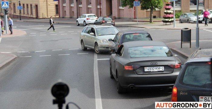 Фоторепортаж: водителей Гродно проверяли насколько быстро они уступают дорогу пожарным машинам (фото) - фото 7