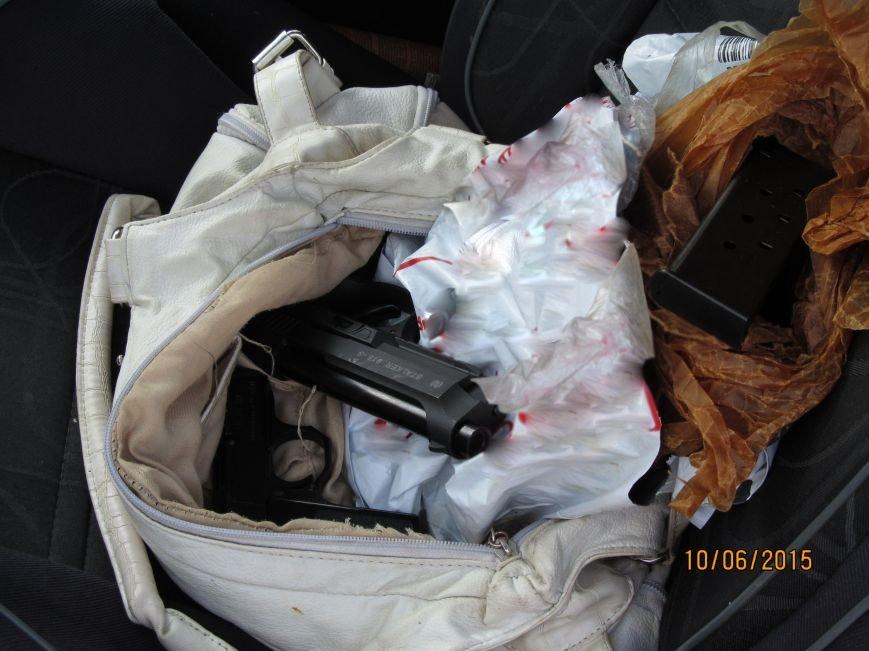 Харьковчанка с дочерью везла в Россию пакет с пистолетами, фото-3