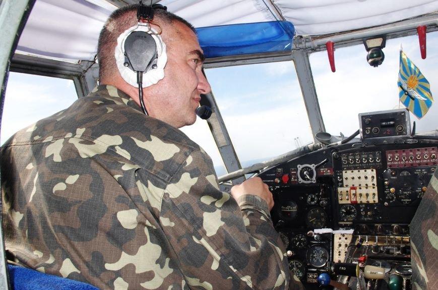 Одесские первокурсники-десантники осуществили первые прыжки с парашютом (ФОТО) (фото) - фото 1