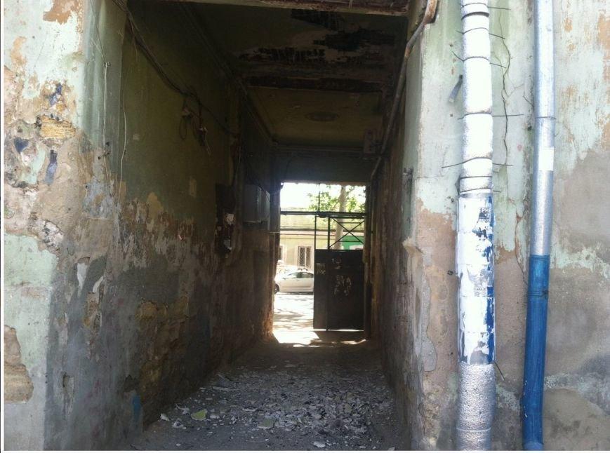 На одесской Молдаванке рушится входная арка многоквартирного дома (ФОТО) (фото) - фото 1