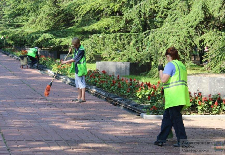 Сегодня в Симферополе объявлен «Чистый четверг». В городе наводят порядок ко Дню России (ФОТО) (фото) - фото 2