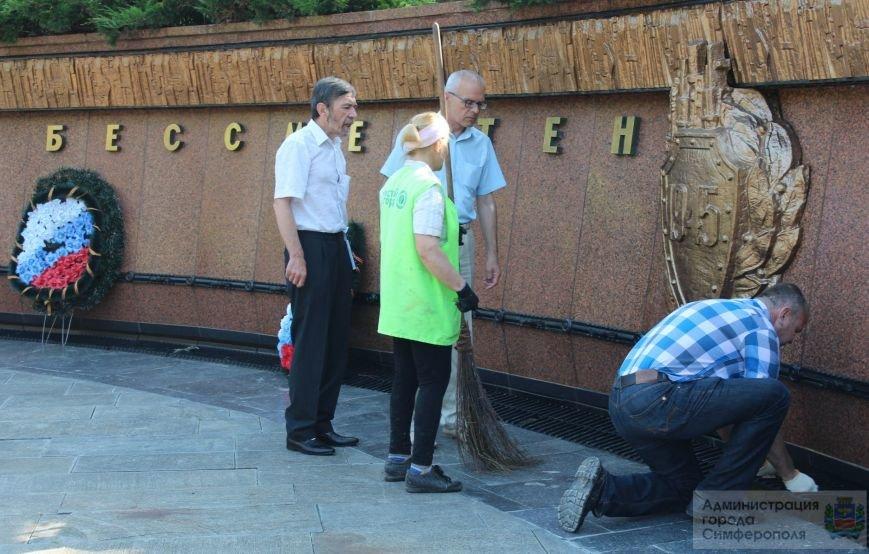 Сегодня в Симферополе объявлен «Чистый четверг». В городе наводят порядок ко Дню России (ФОТО) (фото) - фото 1
