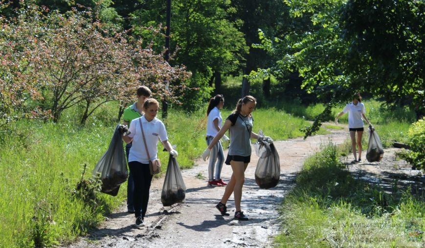 Сегодня в Симферополе объявлен «Чистый четверг». В городе наводят порядок ко Дню России (ФОТО), фото-4