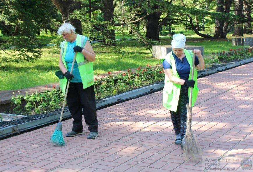 Сегодня в Симферополе объявлен «Чистый четверг». В городе наводят порядок ко Дню России (ФОТО), фото-3