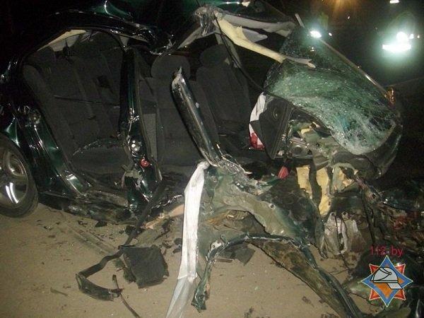 В Лиде пассажира автомобиля зажало в салоне после удара о дерево (фото) - фото 3