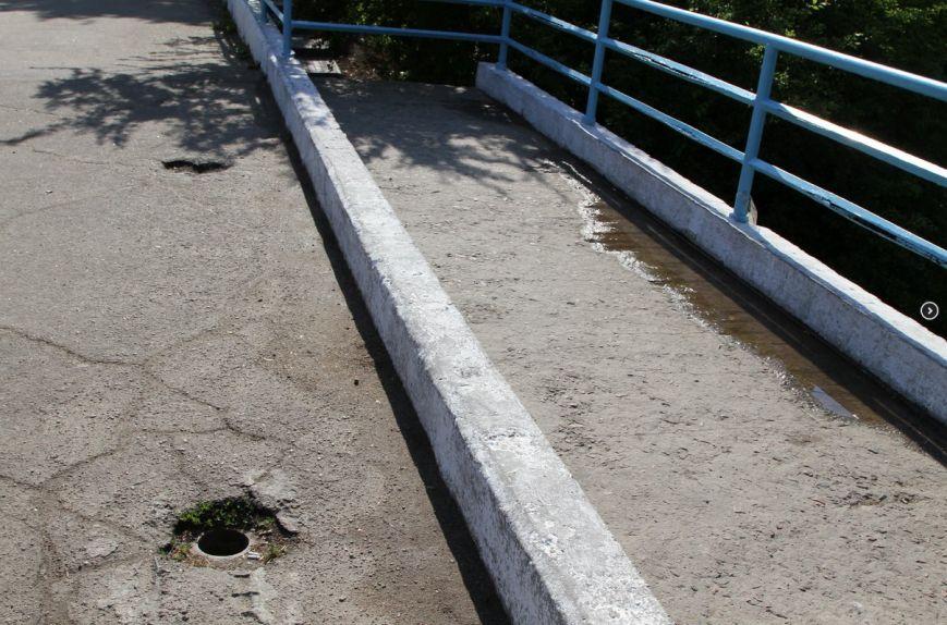 В одесском парке дети проваливаются ногами в ямы на мосту (ФОТО) (фото) - фото 1