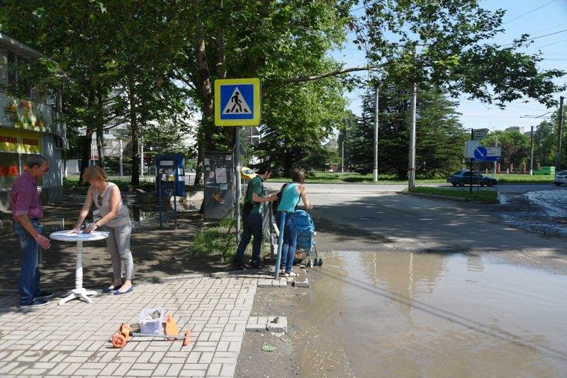 Симферопольцы просят Аксенова и Поклонскую отремонтировать улицу Беспалова, разбитую подрядчиком под видом ремонта (ФОТО) (фото) - фото 1