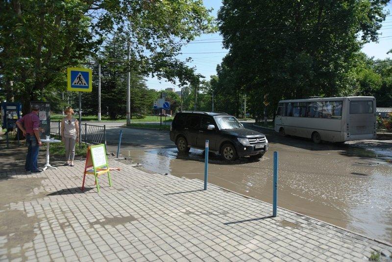 Симферопольцы просят Аксенова и Поклонскую отремонтировать улицу Беспалова, разбитую подрядчиком под видом ремонта (ФОТО) (фото) - фото 2