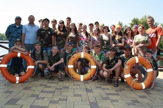 Юные милиционеры Кременчуга приобщились к службе в водной милиции и покатались по Днепру (ФОТО) (фото) - фото 1
