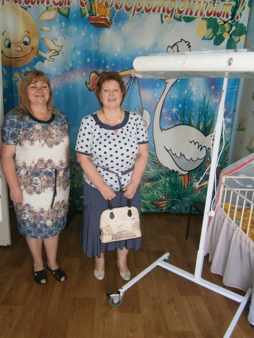 От сердца к сердцу: Димитровские школьники сделали подарок роддому и новорожденным (фото) - фото 1