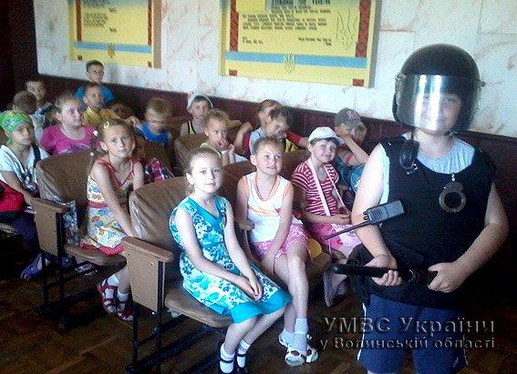 Для дітей волинські правоохоронці провели екскурсію райвідділом  (+ФОТО) (фото) - фото 1