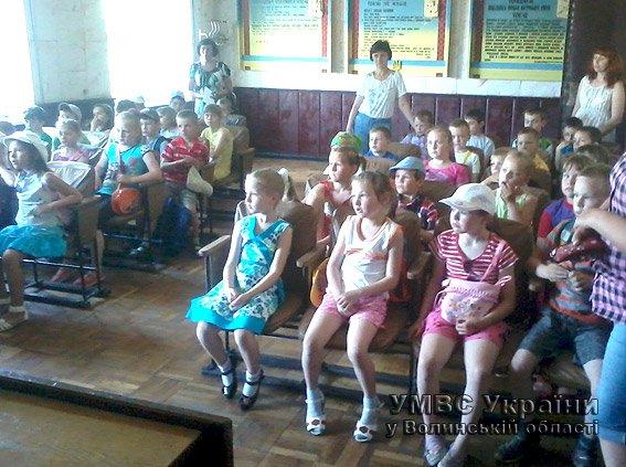 Для дітей волинські правоохоронці провели екскурсію райвідділом  (+ФОТО) (фото) - фото 2