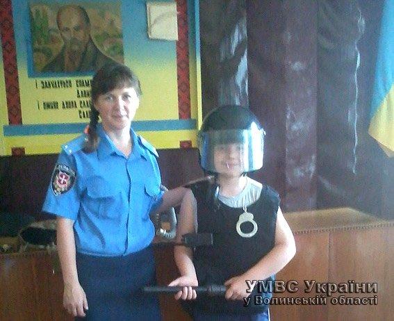 Для дітей волинські правоохоронці провели екскурсію райвідділом  (+ФОТО) (фото) - фото 4