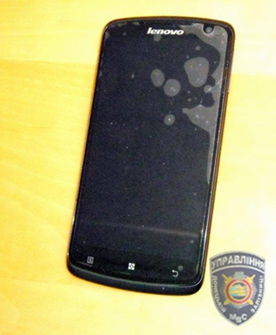 У жительницы Славянского района попутчик в электричке украл телефон (фото) - фото 1