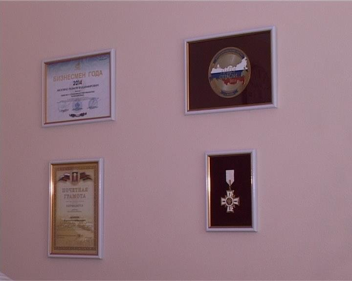 В преддверии Дня  России на предприятии «Регионавтотранс» поздравили своих ветеранов (фото) - фото 1