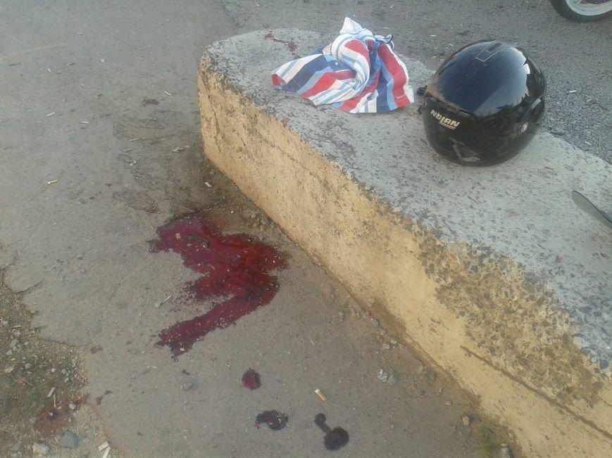 В Кировограде произошло жуткое ДТП - мотоцикл врезался в бетонное ограждение. ФОТО (фото) - фото 1