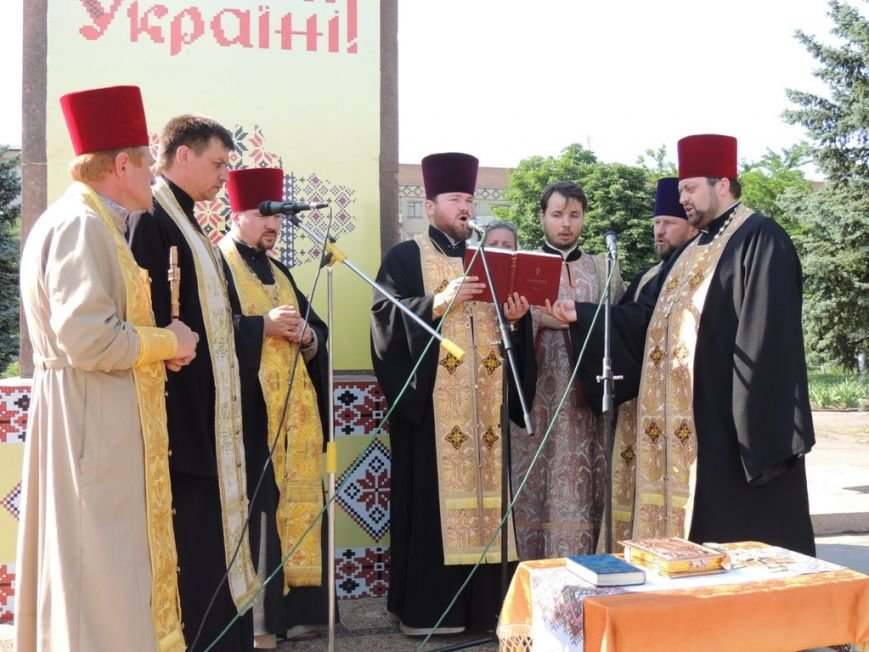Николаевские священники прилетели в Снигиревку, чтобы помолиться за мир в стране (ФОТО) (фото) - фото 1