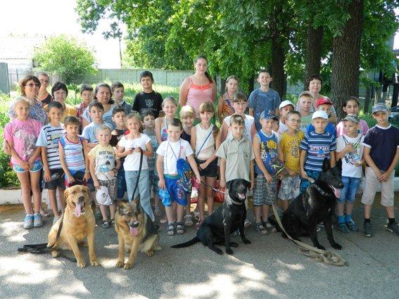 Кіровоградські правоохоронці організували екскурсію для дітей з школи-інтернату та родин переселенців. ФОТО (фото) - фото 1