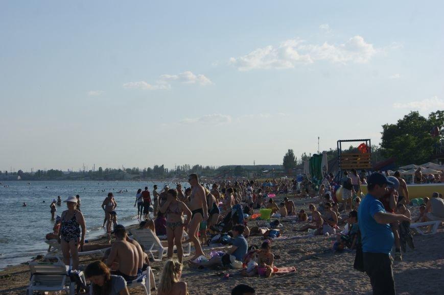 Пока крымские пляжи пустуют, одесское побережье оккупировали тысячи отдыхающих (ФОТО) (фото) - фото 6