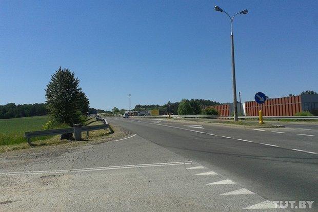 Репортаж с польско-белорусской границы: узкая дорога, 4,5 часа ожидания и «стукачество» поляков на белорусов (фото) - фото 8