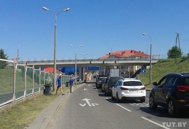 Репортаж с польско-белорусской границы: узкая дорога, 4,5 часа ожидания и «стукачество» поляков на белорусов (фото) - фото 10
