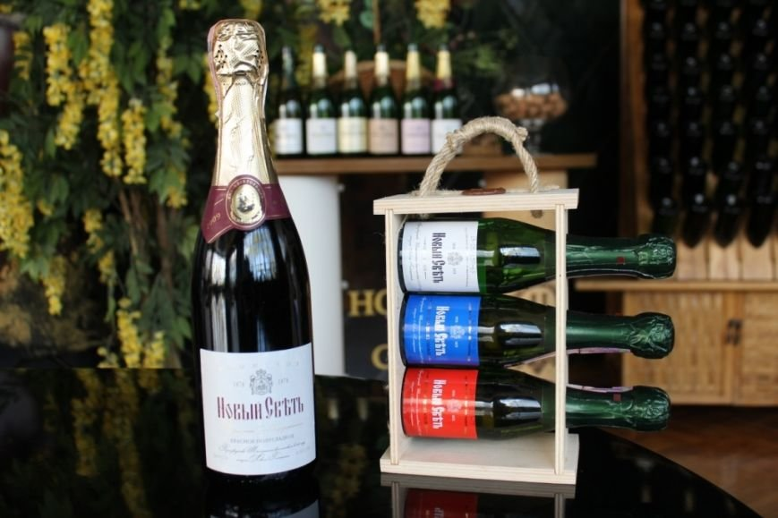 «Новый Свет» выпустил сувенирный набор шампанского ко Дню России (ФОТО), фото-1