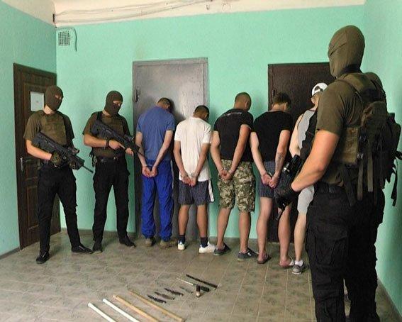 Появились фото нападавших на иностранцев под общежитиями (ФОТО) (фото) - фото 1