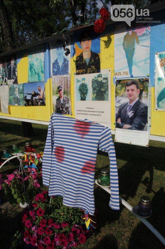 В Днепропетровске почтили память бойцов, которые погибли в сбитом ИЛ-76 (фото) - фото 4