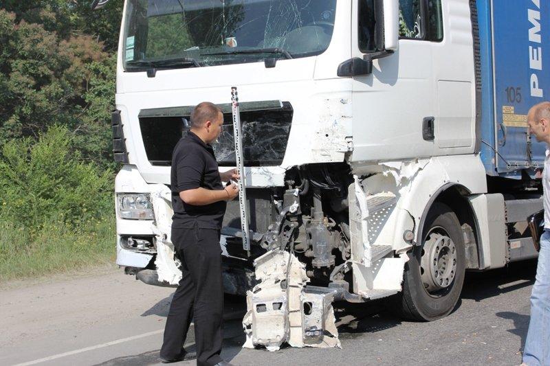Подробности смертельной аварии в Запорожской области: водитель фуры в коме (ФОТО), фото-1