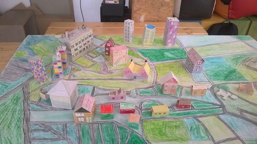 Наймолодші львів'яни зі Збоїщ створюють макет свого району (ФОТОРЕПОРТАЖ) (фото) - фото 3