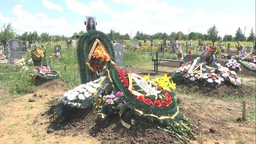 Убитую в Запорожье модель похоронили на Вольнянском кладбище (ФОТО) (фото) - фото 1