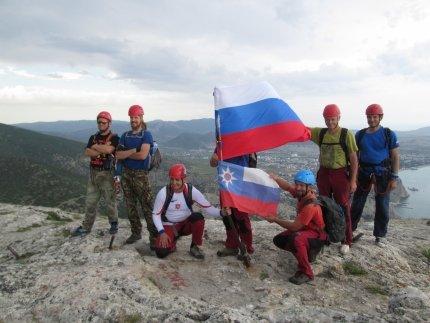 Крымским спасателям, отправившимся покорять горные вершины, пришлось убирать там мусор за нерадивыми туристами (ФОТО), фото-7